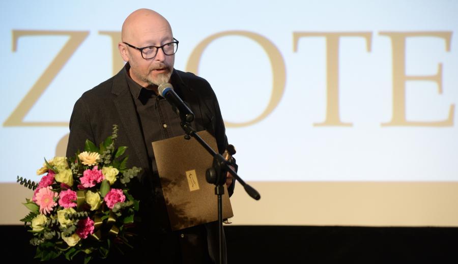 Wojciech Smarzowski odbierający Złotą Taśmę
