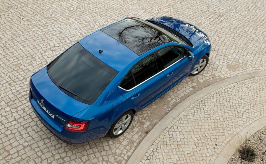 Skoda Octavia 2.0 TDI 4x4 DSG. Elektrycznie otwierane panoramiczne okno dachowe (od 3600 zł) zmieni auto w szlachetniejszą limuzynę