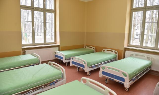 Kojące pastele, nowe łóżka... Wyremontowany stuletni szpital psychiatryczny w Krakowie
