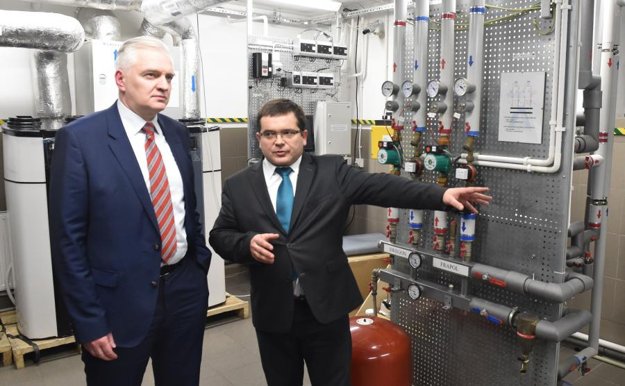 Jarosław Gowin i Jarosław Kotyza w Centrum Zrównoważonego Rozwoju i Poszanowania Energii Wydziału Geologii, Geofizyki i Ochrony Środowiska AGH w Miękini